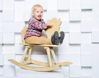 Катание ребенка на лошади игрушки Стоковое фото RF