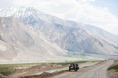 Катание Sidecar в горах стоковые изображения rf