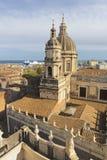 """Катания - базилика agata di Sant """"и гавань на заднем плане стоковое изображение"""