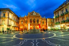 Катания, остров Сицилии, Италия: Фасад театра Massimo Bellini стоковые изображения