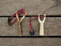 Катапульты на деревянном поле Стоковые Фото