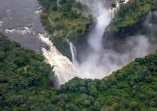 Катаракта дьяволов на известном Victoria Falls между Замбией и Зимбабве стоковые фото