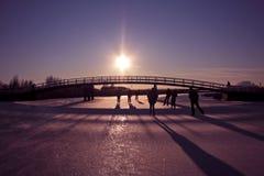 Кататься на коньках льда в зиме в Нидерландах Стоковые Изображения RF
