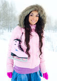 кататься на коньках льда девушки идя к Стоковые Изображения RF