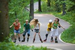 кататься на коньках людей парка стоковая фотография