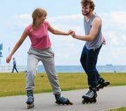 Кататься на коньках пар конькобежца ролика внешний Стоковые Изображения