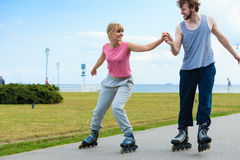 Кататься на коньках пар конькобежца ролика внешний Стоковое Изображение