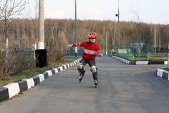 кататься на коньках ролика ребенка стоковые изображения rf