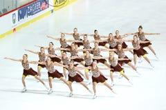 Кататься на коньках Финляндии 2 команды синхронизированный Стоковая Фотография RF