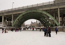 кататься на коньках rideau канала стоковые фотографии rf