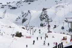 Кататься на лыжах в Сьерре Неваде Стоковые Изображения RF