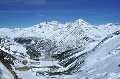 кататься на лыжах saas курорта гонорара Стоковая Фотография RF