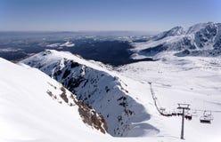 Кататься на лыжах в горах Tatra в Польше Стоковое Фото