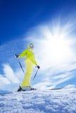 Кататься на лыжах в горе самые лучшие каникулы Стоковые Фотографии RF