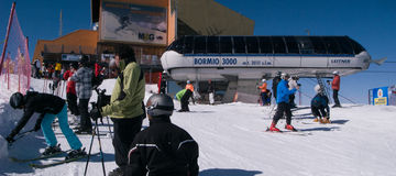 Кататься на лыжах в Италии Стоковое Изображение