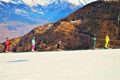 Катающся на лыжах в швейцарце Альпах, панорамный взгляд Стоковые Изображения RF