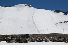 Катающся на лыжах на Piste лыжи ледника Molltaler, Австрия Стоковая Фотография