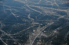 Катаясь на коньках трассировки на озере Стоковая Фотография RF