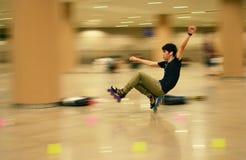 Катаясь на коньках человек в эспланаде Сингапура Стоковые Изображения