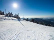 Катаясь на лыжах след Стоковые Изображения