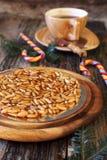 Каталонский пирог: caramelized гайки сосны Стоковое Изображение