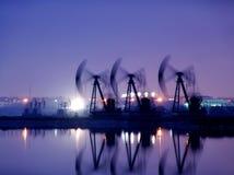 Категории города: Нефтяная скважина на провинции Хэйлунцзяна ночи Стоковые Изображения