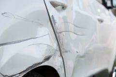 Катите и дверь автомобиля после аварии Стоковое Изображение