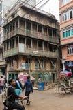 КАТМАНДУ, НЕПАЛ 16-ОЕ МАРТА: Улицы Катманду 16-ого марта, Стоковые Фотографии RF