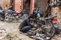 КАТМАНДУ, НЕПАЛ 16-ОЕ МАРТА: Улицы Катманду 16-ого марта, Стоковое Фото