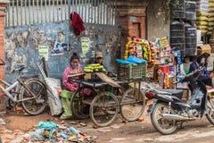 КАТМАНДУ, НЕПАЛ 16-ОЕ МАРТА: Улицы Катманду 16-ого марта, Стоковое Изображение RF