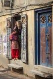 КАТМАНДУ, НЕПАЛ 16-ОЕ МАРТА: Улицы Катманду 16-ого марта, Стоковая Фотография RF
