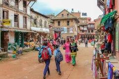 Катманду, Непал - 4-ое ноября 2016: Люди идя в улицы Непал Катманду Стоковые Фото