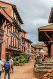 Катманду, Непал - 4-ое ноября 2016: Люди идя в улицы Непал Катманду Стоковые Фотографии RF
