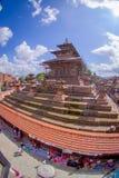 КАТМАНДУ, НЕПАЛ 15-ОЕ ОКТЯБРЯ 2017: Вид с воздуха квадрата Durbar около старых индийских висков в Katmandu, влияние глаза рыб Стоковые Фотографии RF