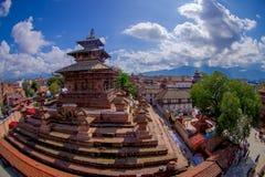 КАТМАНДУ, НЕПАЛ 15-ОЕ ОКТЯБРЯ 2017: Вид с воздуха квадрата Durbar около старых индийских висков в Katmandu, влияние глаза рыб Стоковая Фотография RF