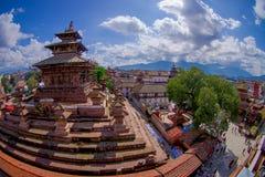 КАТМАНДУ, НЕПАЛ 15-ОЕ ОКТЯБРЯ 2017: Вид с воздуха квадрата Durbar около старых индийских висков в Katmandu, влияние глаза рыб Стоковое фото RF