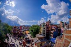 КАТМАНДУ, НЕПАЛ 15-ОЕ ОКТЯБРЯ 2017: Вид с воздуха крыш Катманду, улиц Thamel, туристского места  Стоковые Фотографии RF