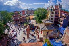 КАТМАНДУ, НЕПАЛ 15-ОЕ ОКТЯБРЯ 2017: Вид с воздуха крыш Катманду, улиц Thamel, туристского места  Стоковое Изображение RF