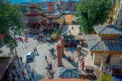 КАТМАНДУ, НЕПАЛ 15-ОЕ ОКТЯБРЯ 2017: Вид с воздуха крыш Катманду, улиц Thamel, туристского места  Стоковое фото RF