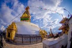 КАТМАНДУ, НЕПАЛ 15-ОЕ ОКТЯБРЯ 2017: Глаза Будды на Bodhnath Stupa в Катманду, Непале, влиянии глаза рыб Стоковое фото RF