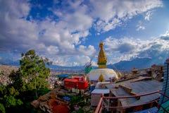 КАТМАНДУ, НЕПАЛ 15-ОЕ ОКТЯБРЯ 2017: Красивый ландшафт с глазами Будды на Bodhnath Stupa в Катманду, Непале Стоковые Изображения RF