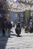 КАТМАНДУ, НЕПАЛ - 10-ОЕ ФЕВРАЛЯ 2015: Улицы Катманду, Стоковое Изображение