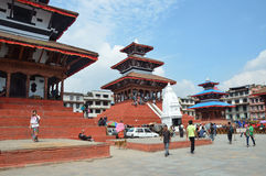 Катманду, Непал, 10-ое,27 октября 2013, сцена непальца: Люди идя на старый квадрат Durbar В может квадратный частично des 2015 Стоковые Фотографии RF