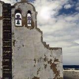 Католическая церковь на пляже Атлантического океана Стоковая Фотография RF