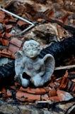 Католическая христианская статуя ангела с крестом в щебне Medjugorje Босния и Герцеговина Стоковая Фотография RF