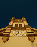 Католическая церковь против неба Стоковые Изображения RF