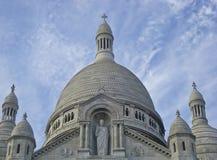 Католический собор Sacré Coeur на небе предпосылки Стоковое Фото