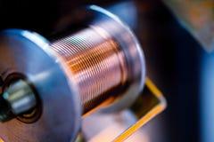 Катушка с толстой медной проволокой, сваривая машинным элементом стоковое изображение rf