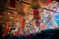 Катушки и дым ладана внутри Man Mo Temple, дороги Голливуда, Гонконга Стоковые Фото