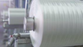 Катушкы макроса поворачивают стеклоткань замотки на свете сток-видео